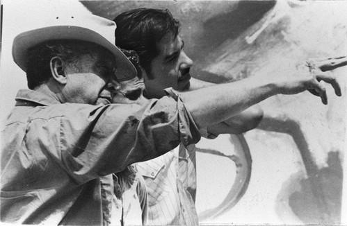 Siqueiros, Orozco y Márquez discutiendo detalles del mural. Cuernavaca, Morelos. 1967