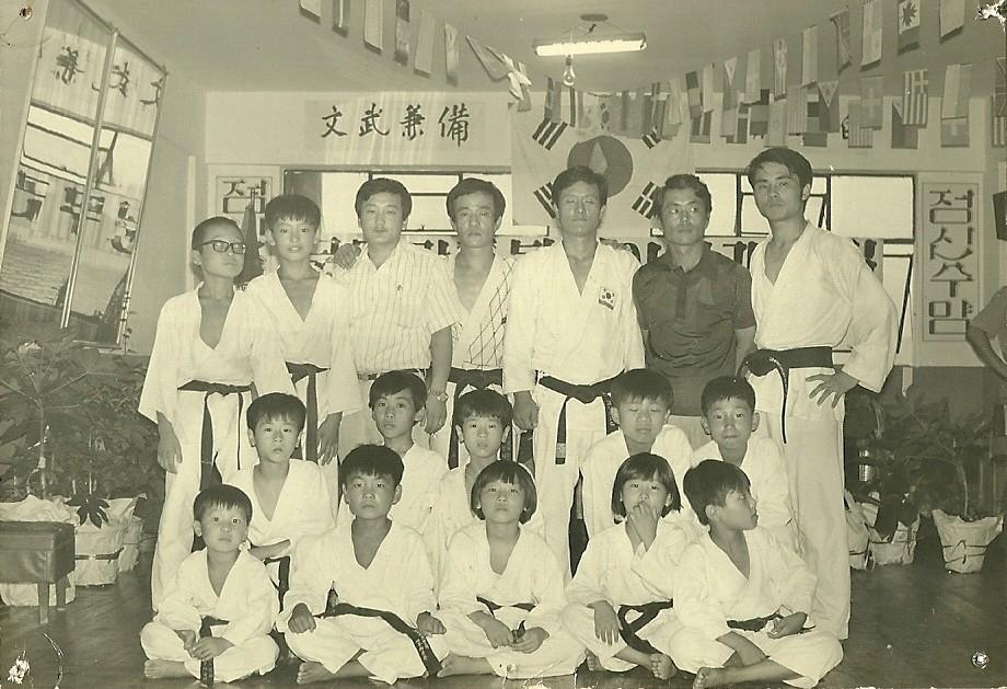 1976년 한국에서 서부체육관.jpg