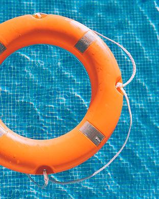 lifesaver-in-the-swimming-pool-VAUSYKX.j