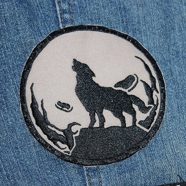 Wolves & Moons — 10 x 10 cm. embroidered patch