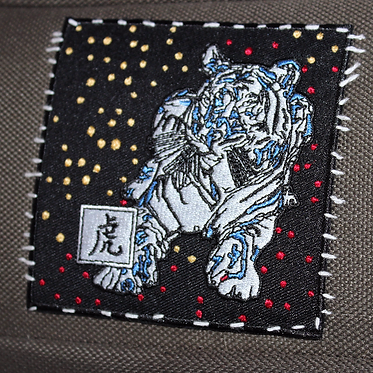 BLU 虎 — 10 x 10 cm. embroidered patch