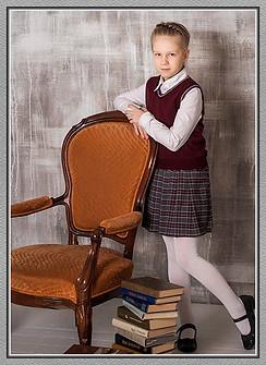 Комплект школьной формы для девочки (трикотажный жилет и юбка в клетку)