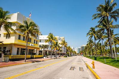 Empty-streets-of-Miami-Beach-Ocean-Drive