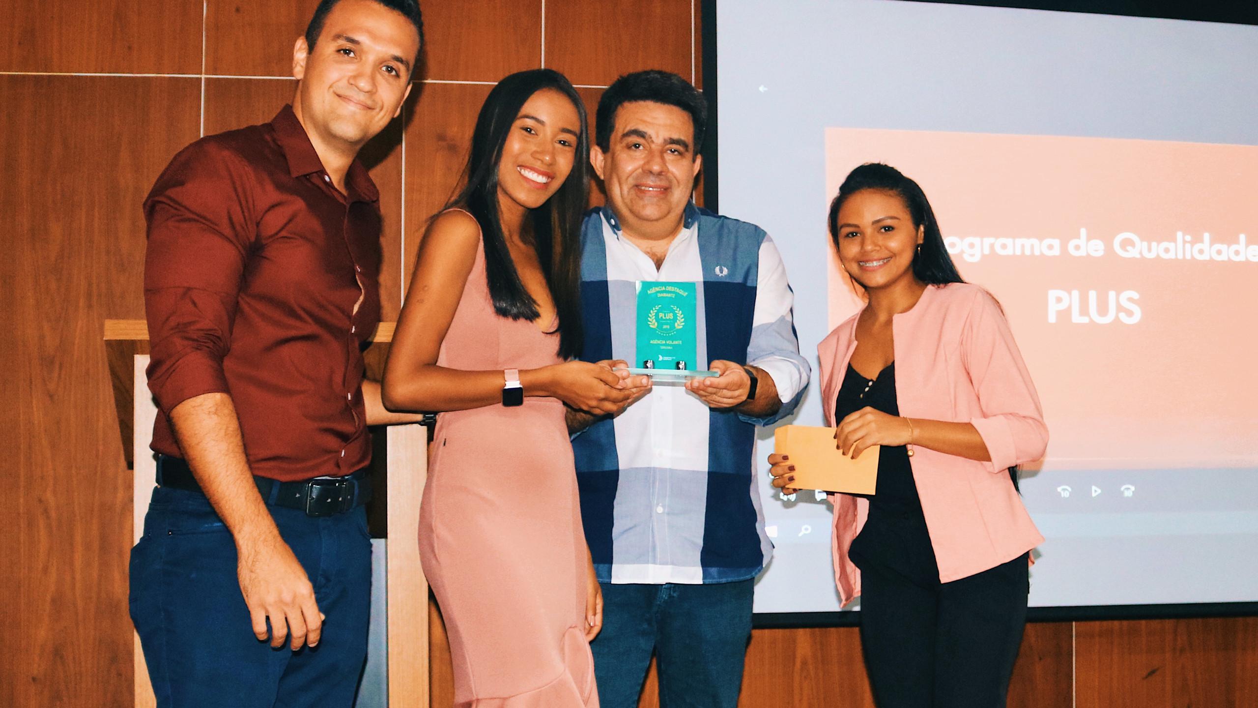 O diretor de marketing da Guanabara prestigiou a entrega do troféu de Teresina