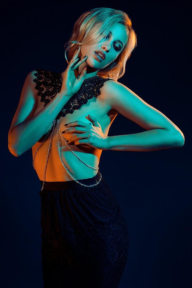 Photo: Simona Kehl Fotografie Retouch: Gesche A. Ringer Model: Julie Hair & Make Up: Powder&brush Harnesses: Good Night Medusa • Lingerie Styling: Stylezonked