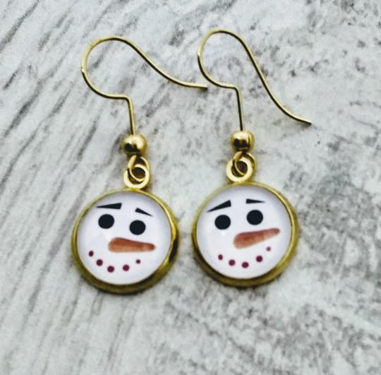 Snowman Earrings.png