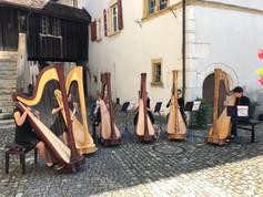Harfen auf dem Baereplatz.jpg