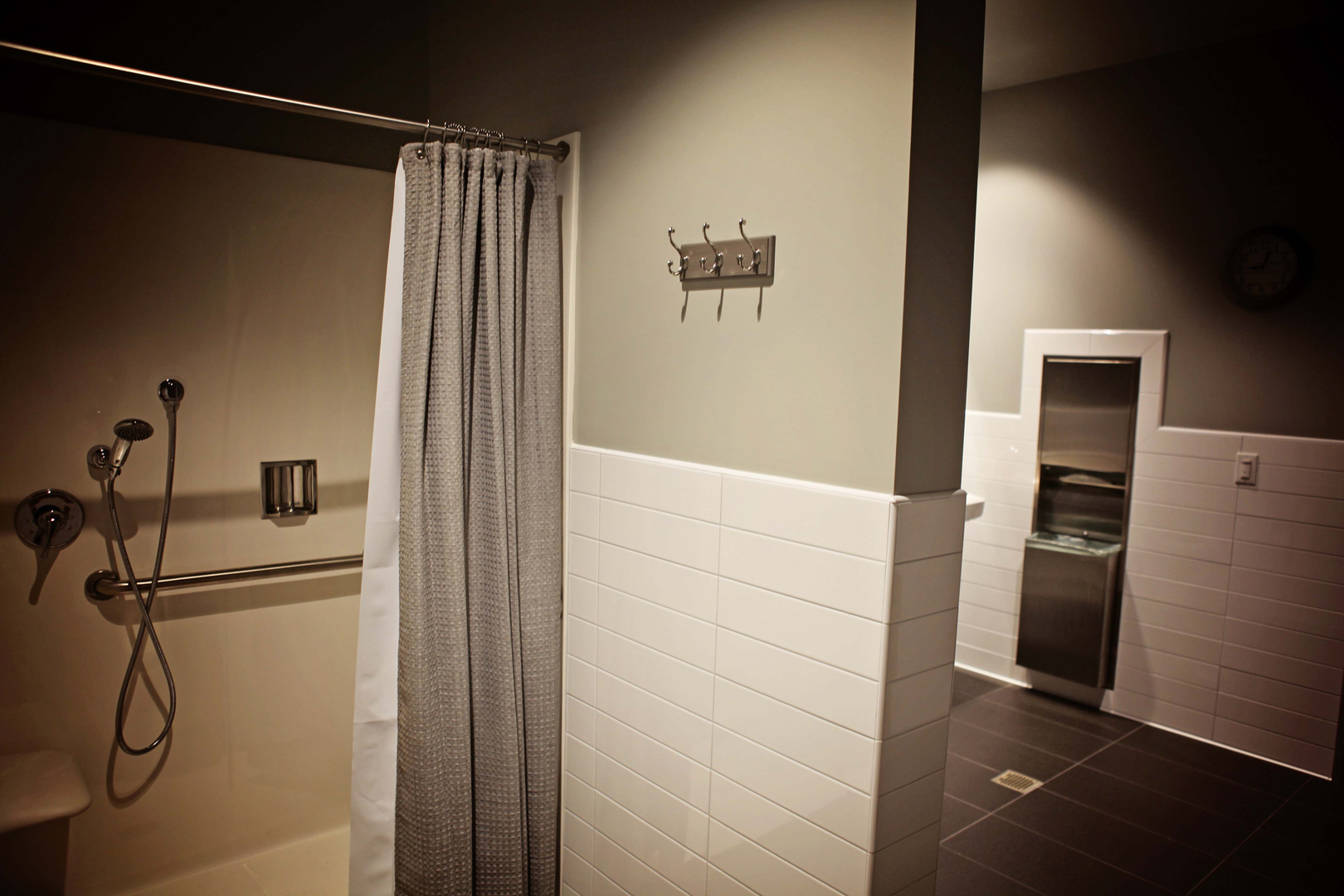 Large Bathrooms with Showers 2