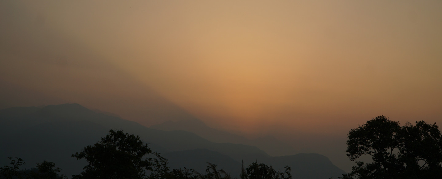 Sonnenaufgang in Pokhara am Fuße des Himalaya