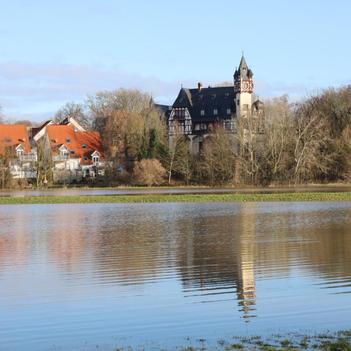 Schloss Büdesheim mit Nidderwiesen