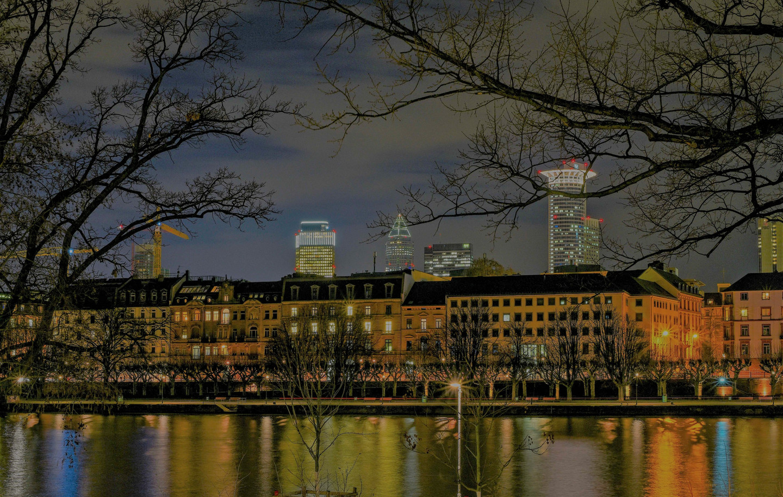 Frankfurt NachtIV_edited.jpg