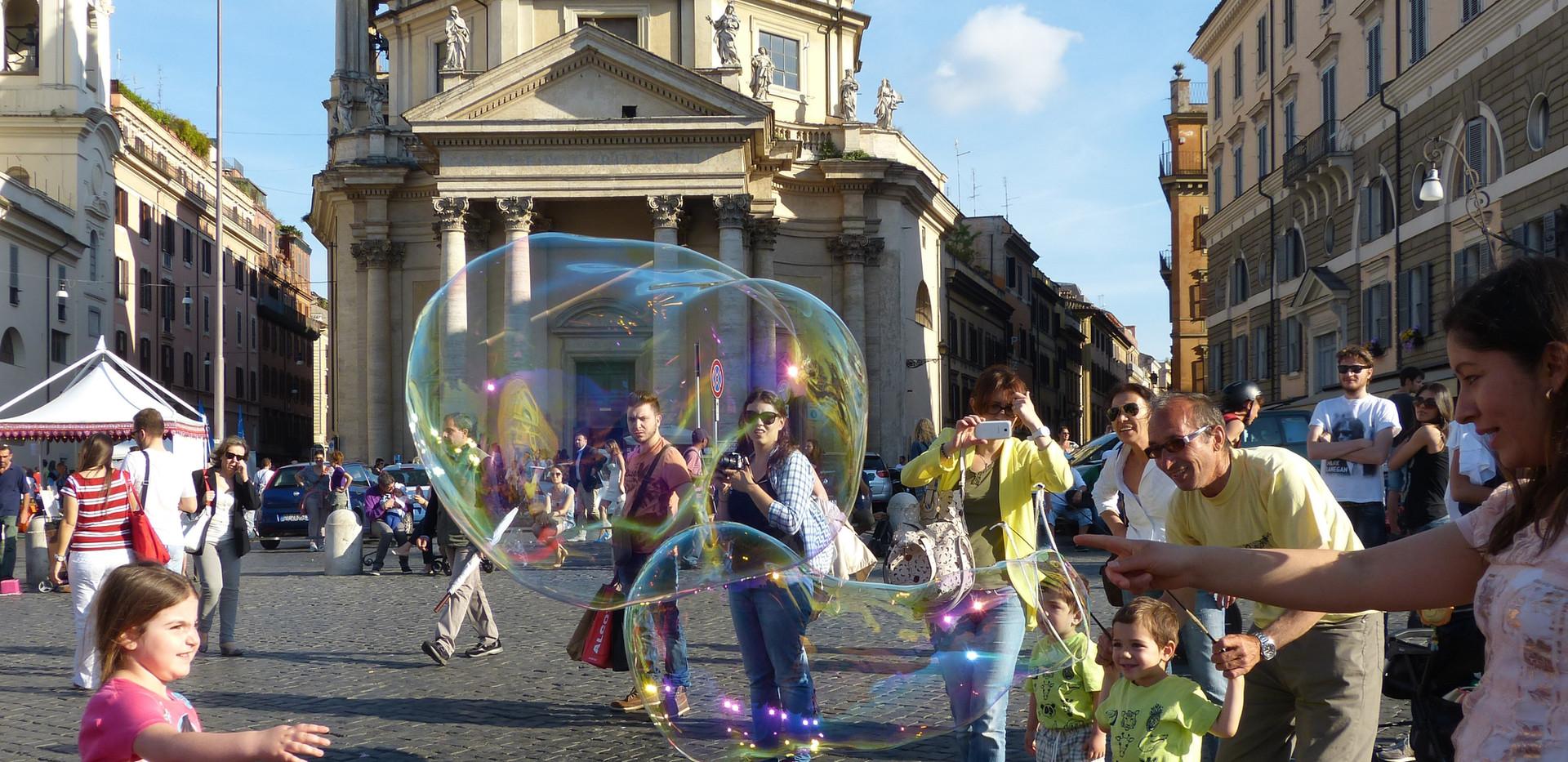10  Rom  Pza di Popolo Riesenseifenblase