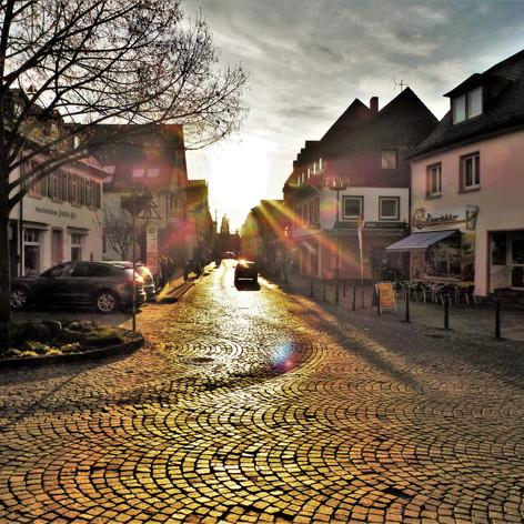 Frankfurter Strasse im Herbstlicht