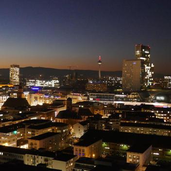 Blaue Stunde über der City (2)