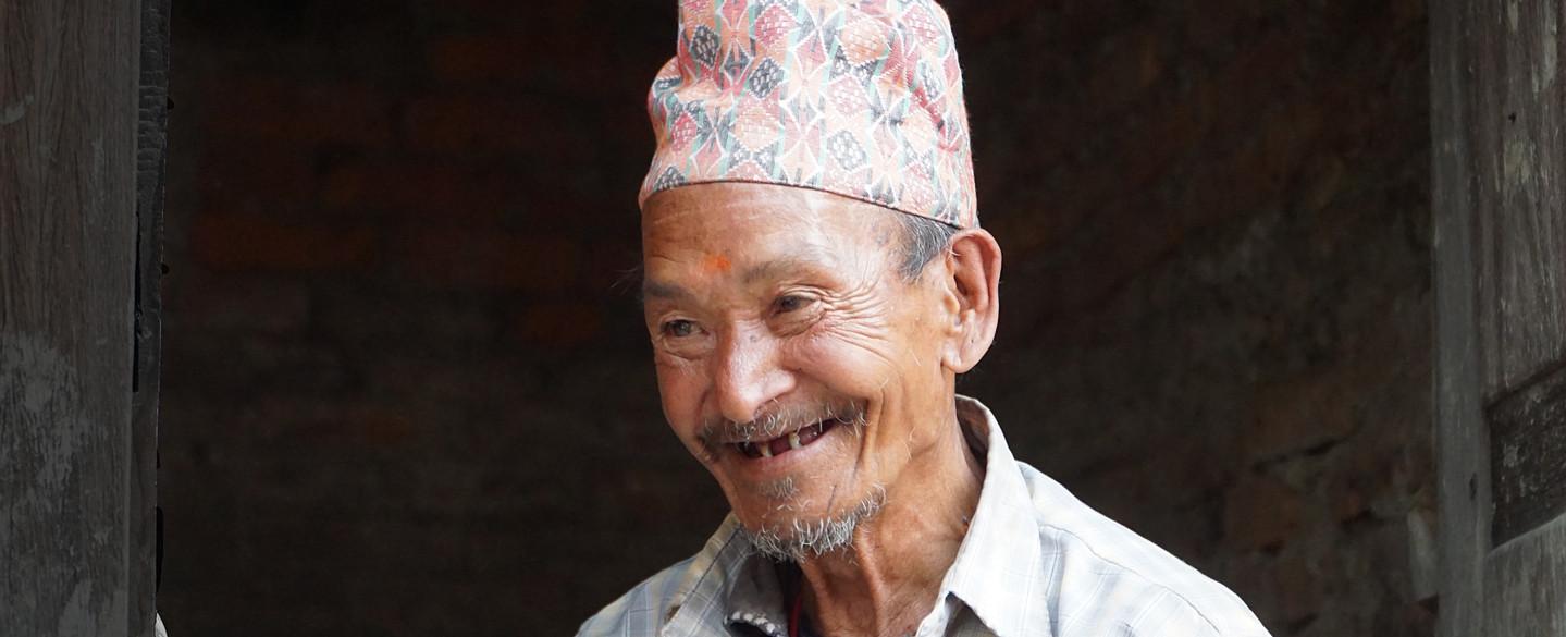 Der alte Man und die Mütze Topi, Nepal