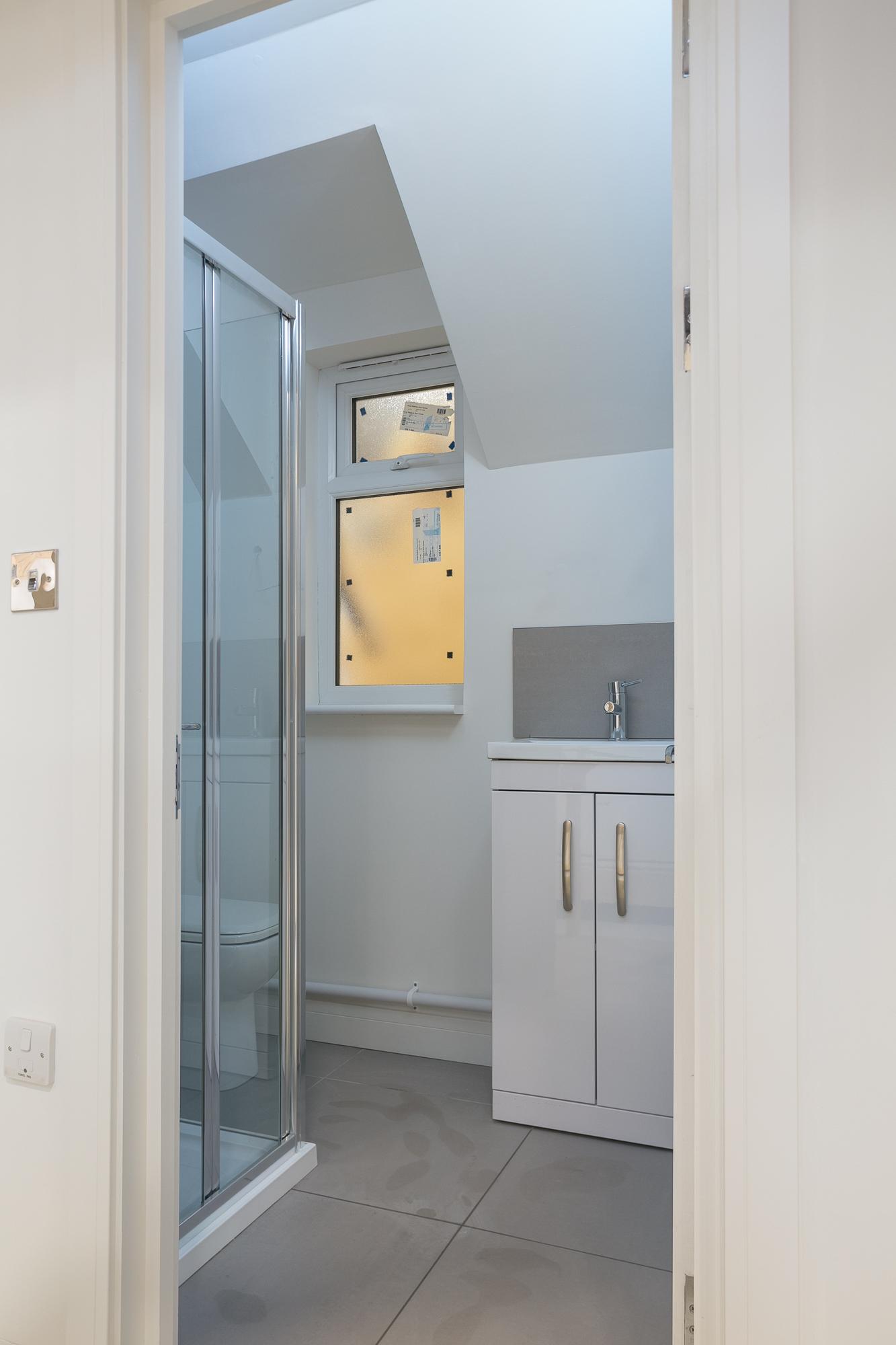 "<img src=""bathroom.jpg"" alt=""modular construction, module""/>"