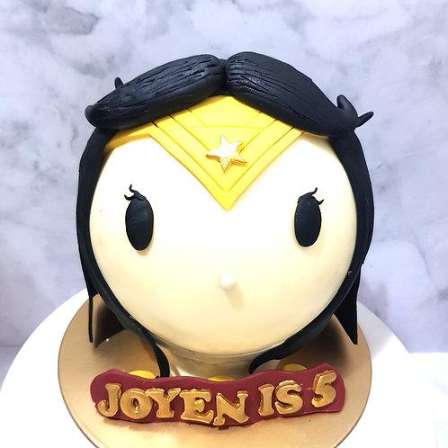 Wonderwoman Pinata Cake