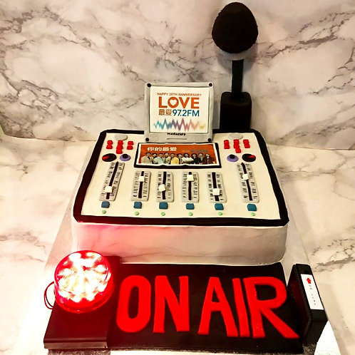 Radio DJ Mixing Deck Cake comes with customisable lights and music