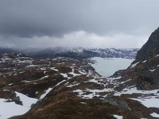 Utsikt frå Skåro mot Løkjelsv og HT-hytta 07.05.21