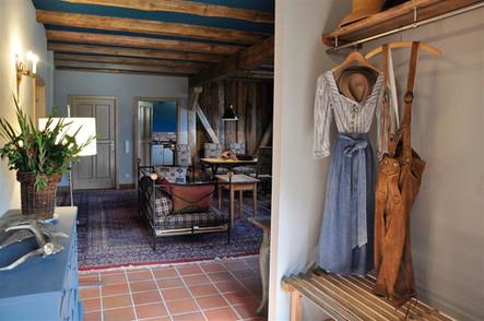 Garderobe und Wohnzimmer
