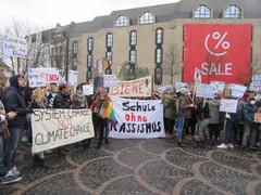 Abschied, Demonstration, WLAN im Selbstbedienungs-Café, holländische Pommes und Tierarztpraxis - ein