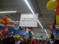 Karnevals-Modenschau bei real