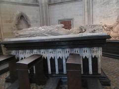 das Grabmal des Erzbischofs Walram von Jülich (gestorben 1349) im Kölner Dom