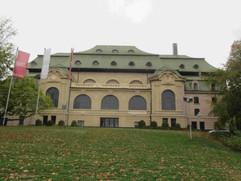 die Kaiser-Friedrich-Halle in Mönchengladbach