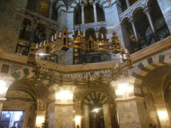 der Barbarossaleuchter im Aachener Dom