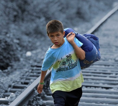 Una Infancia Robada: Por qué Debemos Priorizar las Necesidades de los Niños Migrando