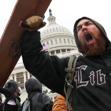 Ataques Violentos en el Capitolio: Una escena demasiado familiar para algunos inmigrantes