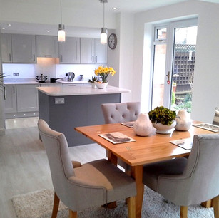 Neutral light and airy kitchen with kitchen island