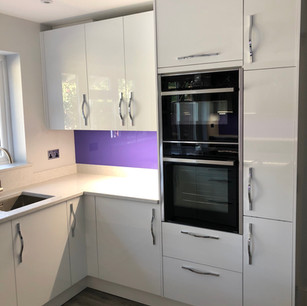 Modern highgloss white kitchen untis