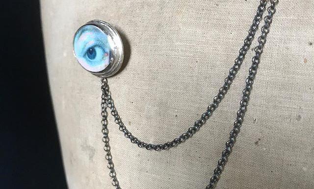 'Lover's Eye' Double Pin Brooch