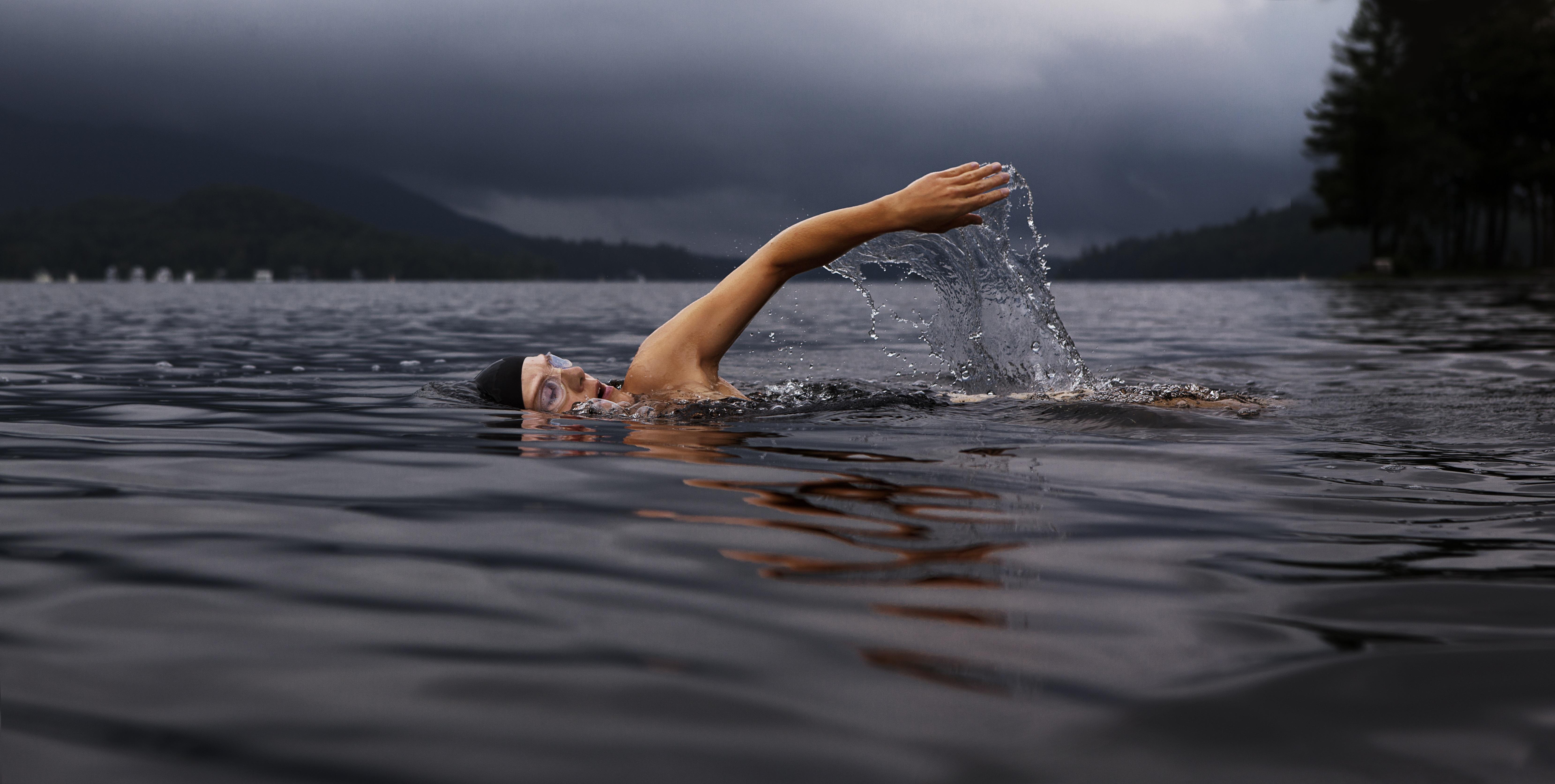 Schwimmen im Moor-See