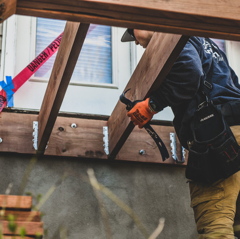 3 Things to Consider When Hiring a Deck Builder