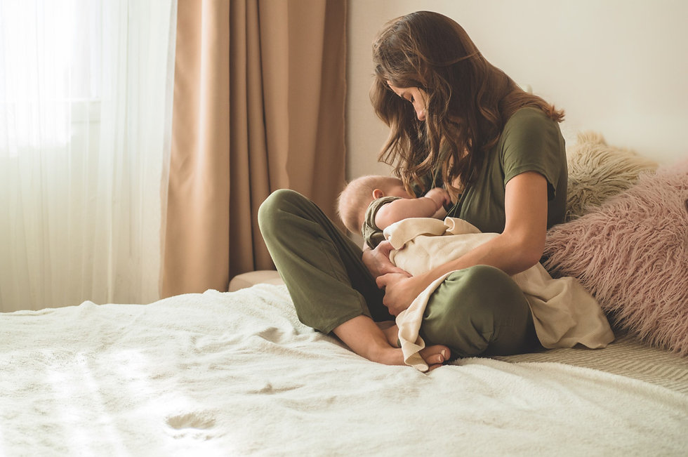 mom-breastfeeding-her-baby (7).jpg