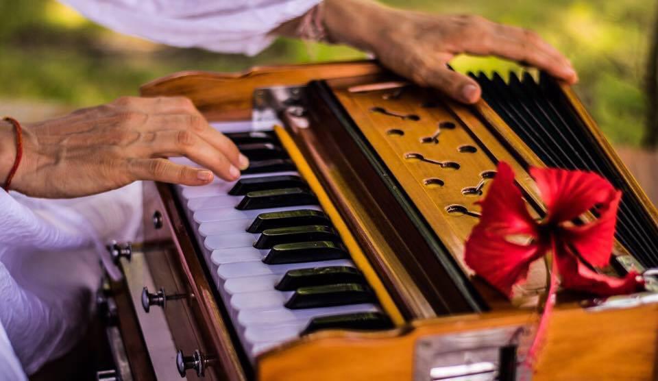 Harmonium,Kirtan et Mantra Chambéry