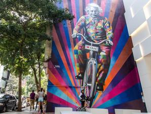 """""""Viver é como andar de bicicleta: é preciso estar em constante movimento para manter o equilíbr"""