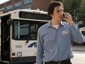 """Adam Driver é um motorista de ônibus poeta em """"Paterson"""""""