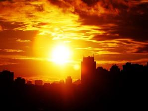 Um sol imenso e amarelo