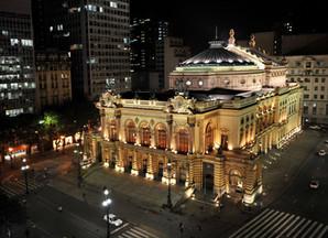 Caminhada cultural noturna pelo centro da cidade