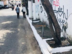 A aventura que é caminhar nas calçadas brasileiras