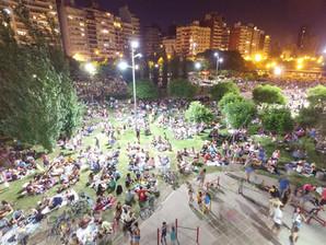 Piquenique noturno na Argentina estimula convivência coletiva e gera mais segurança no entorno dos p