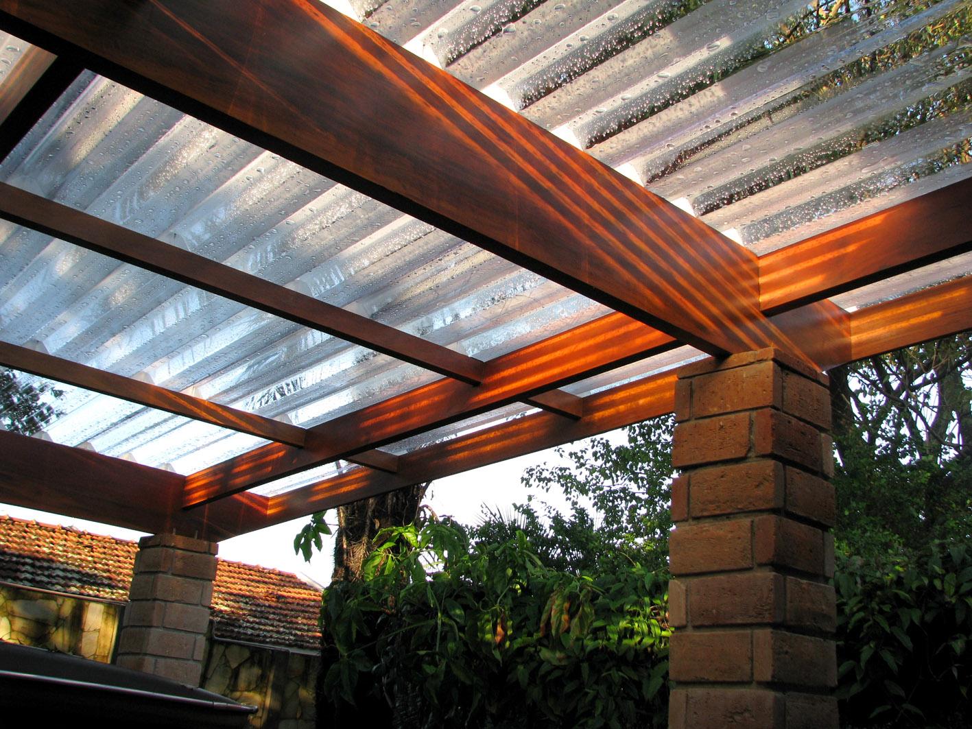 Madeira, tijolos, bambú e luz