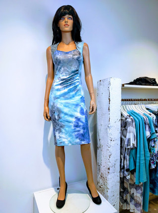 Heidi jurk print blauw wit taupe.jpg
