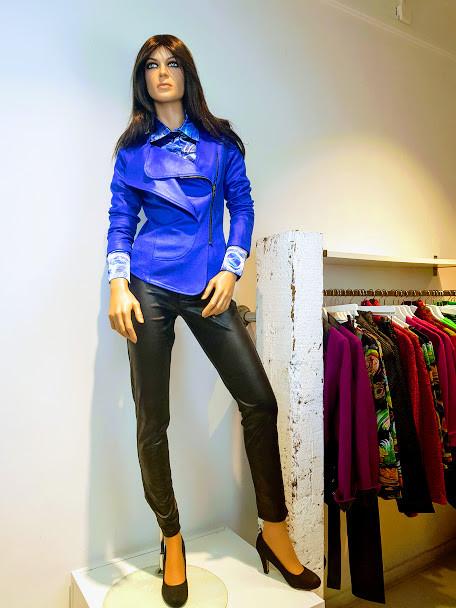 Larissa blouse print blauw jara jas2.jpg