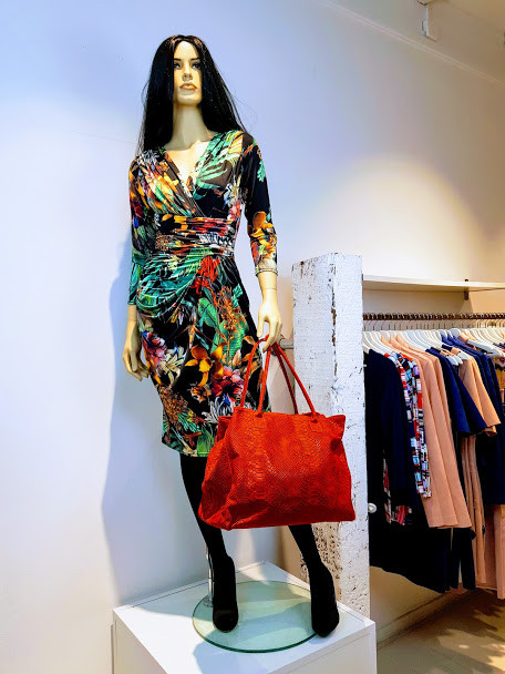 Pascalle jurk print zwart rood groen W&G