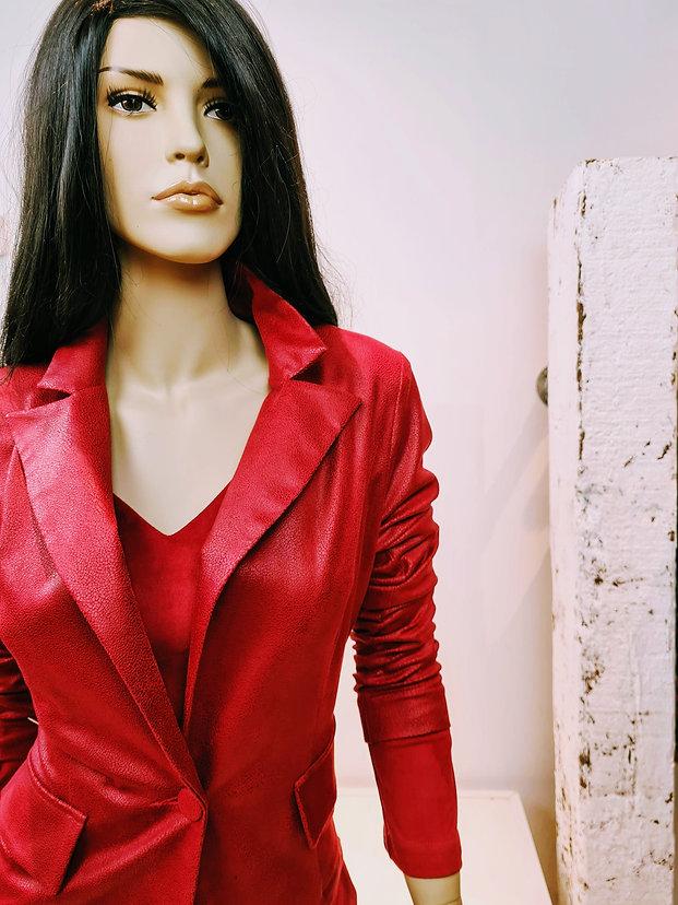 W&G wgdesigns w&gdesigns styling kledingadvies kleuradvies stylingtips tips utrecht zadelstraat gratis stylingdiensten kleurrijke bijzondere exclusieve mooie uitgesproken aparte kleding mode fashion winkel leuke exclusief zelfstandig ondernemer rood rode blazer jasje jurk