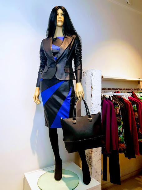 Gloria jurk; zwart/blauw & Gladys blazer; zwart.